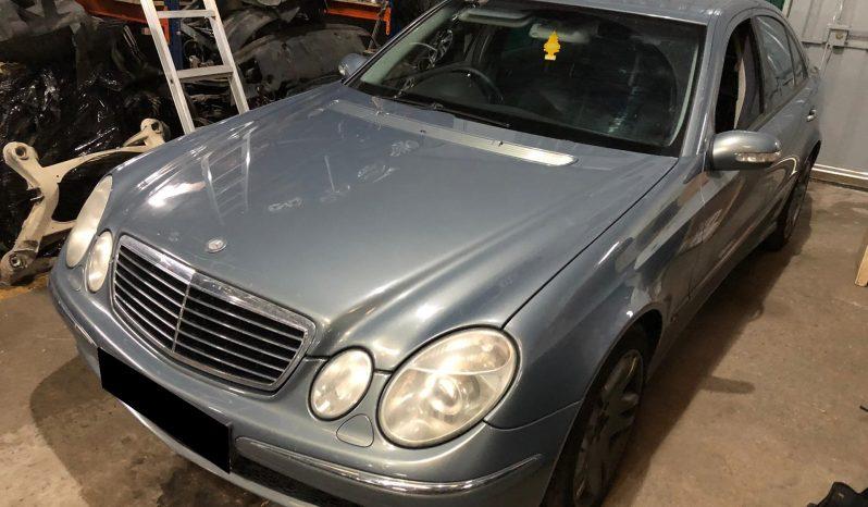Mercedes (W211) E270 CDI de 2003 para peças completo