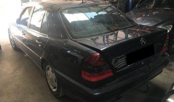 Mercedes C220 CDI W202 de 1998 para peças completo